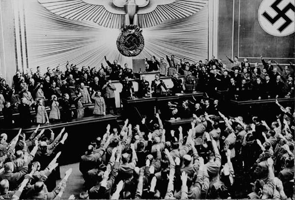 【国会】安倍首相の演説中に大多数の自民議員が立ち上がり拍手=「異常で、異様な光景だ」「気持ち悪い」野党批判★3 ©2ch.net YouTube動画>27本 ->画像>101枚